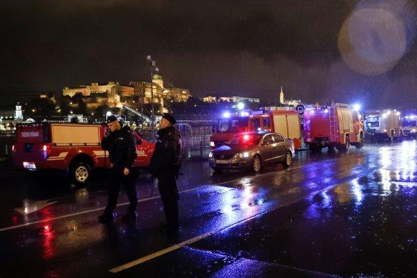 Macaristan'da gezi teknesi battı