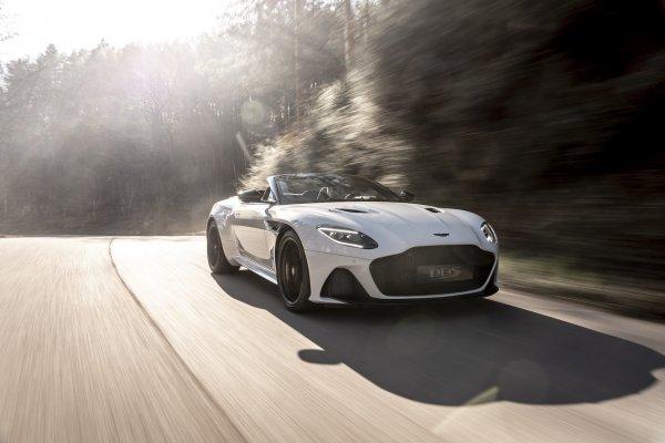 Aston Martin merakla beklenen aracını tanıttı
