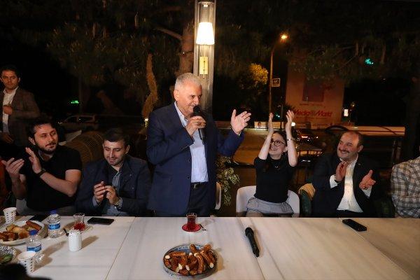 Bakan Varank'ın sahur davetinde Binali Yıldırım sürprizi