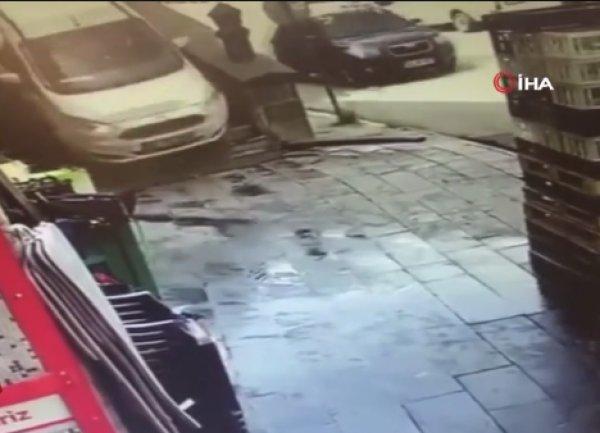 Bitlis'te otomobil merdivenlerden indi