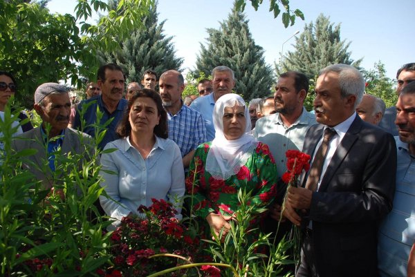 HDP'lilerden ölü terörist ziyareti