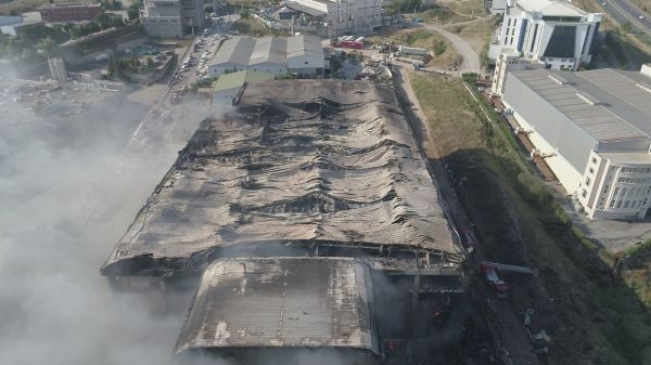 Kocaeli'deki fabrika yangını tamamen söndü