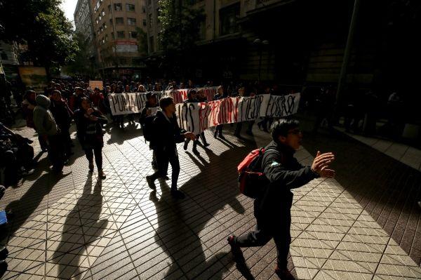 Şili'de öğretmenler süresi belirsiz grev başlattı