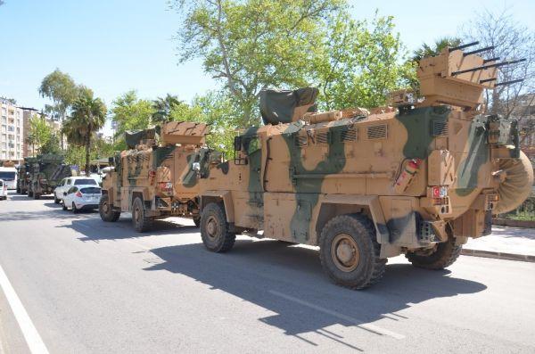 Sınıra askeri sevkiyat bayramda devam etti