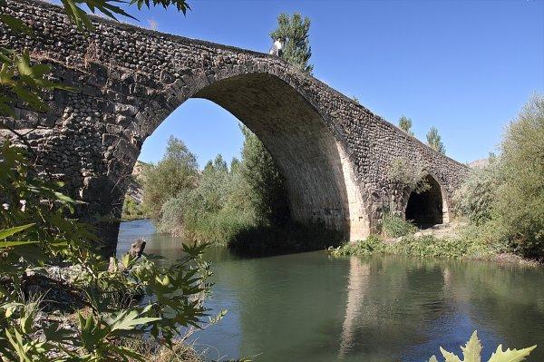Tarihi Altın Köprü'nün restorasyonu tamamlandı