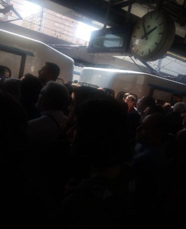 Atatürk Havalimanı metro istasyonunda seferler durduruldu