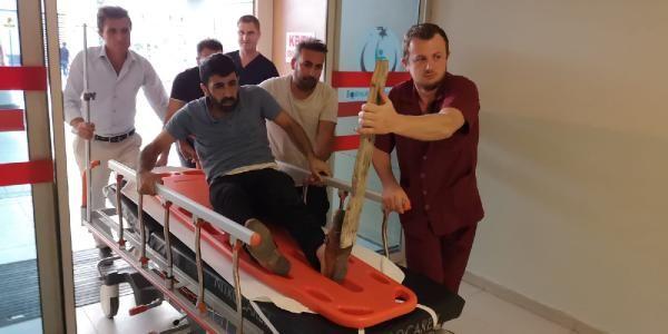 Ayağında çivili tahta ile hastaneye kaldırıldı