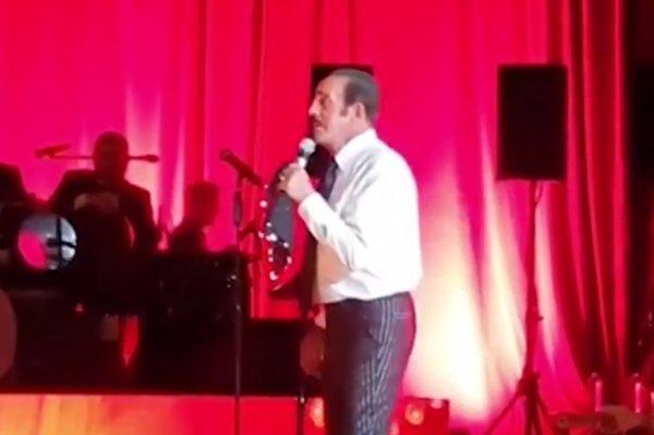 Mustafa Keser sahnede pot kırdı