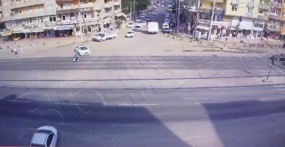 Mardin'de engelli vatandaş yolun karşısına geçemedi