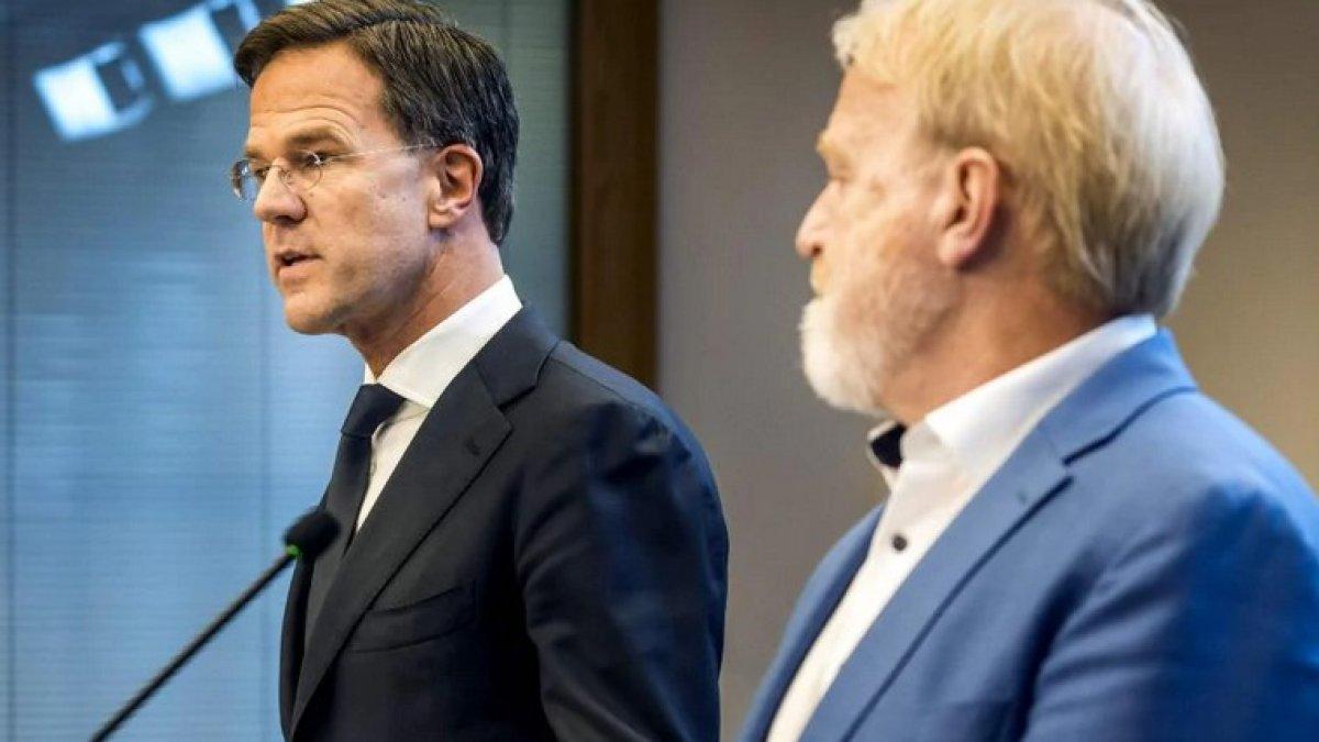 Hollanda Başbakanı, 'tokalaşmayın' deyip el sıkıştı