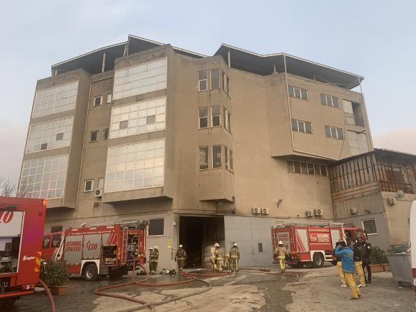 Tuzla'da kumaş fabrikasında yangın; mahsur kalan 5 işçi kurtarıldı -5