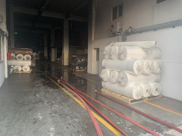 Tuzla'da kumaş fabrikasında yangın; mahsur kalan 5 işçi kurtarıldı -1