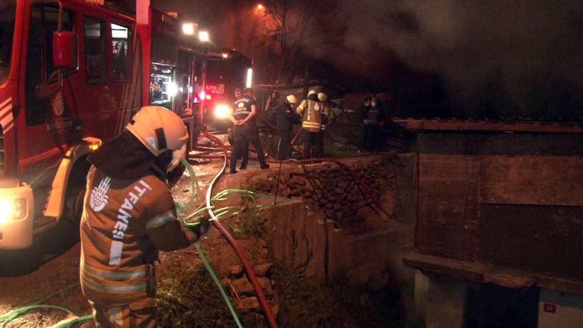 Maltepe'de 3 gecekondu alev alev yandı -1