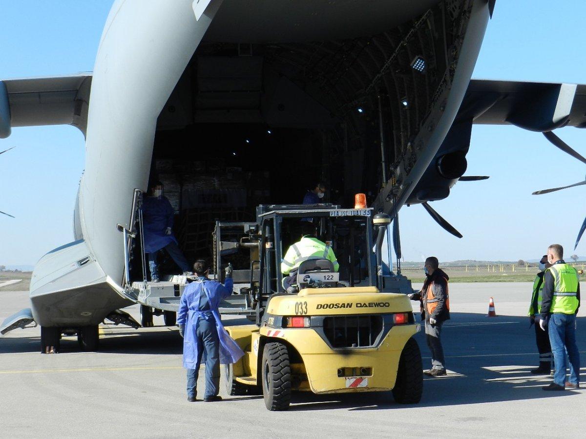 Türkiye'den gönderilen yardım Kosova'ya ulaştı
