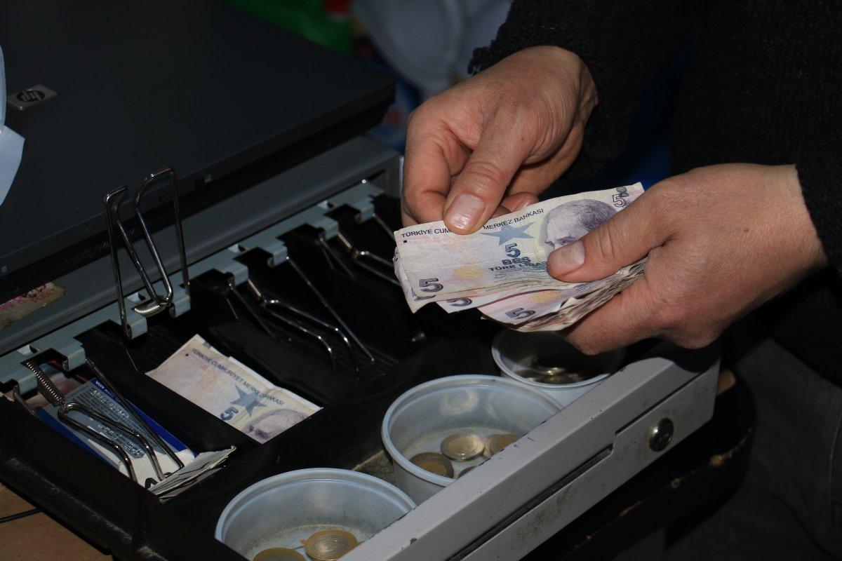 Vatandaşların 15 bin liralık bakkal borcunu ödedi
